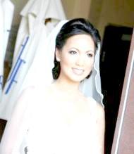 Фото - модна весільна зачіска 2013 для ніжної нареченої