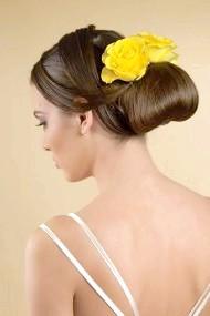 Фото - висока весільна зачіска 2013 з квіткою