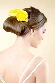 Фото - модна весільна зачіска з елементами плетіння 2013