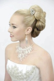 Фото - висока весільна зачіска 2013