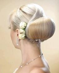 Фото - красива весільна зачіска