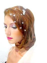 Фото - весільна зачіска для смаглявої шкіри з елементами начосу