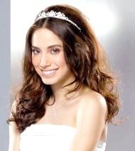 Фото - весільна зачіска з діадемою для волосся середньої довжини