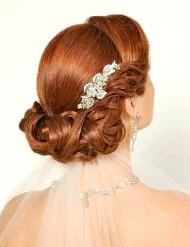 Фото - весільна зачіска з фатою для рудого волосся 2013