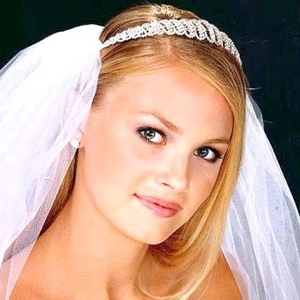 50 Варіантів зачісок з діадемою: вечірні, весільні, з фатою