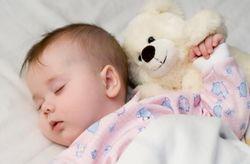 Що робити, якщо дитина не хоче спати в ліжечку?