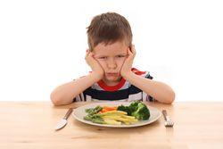 Що може зробити мама, якщо дитина не хоче їсти?