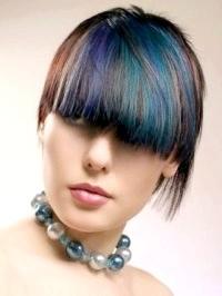 Фото - Креативні емо зачіски для середніх волосся