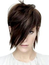 Фото - Зачіски для середнього волосся в стилі емо