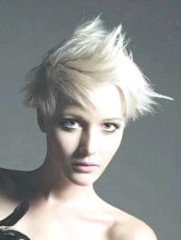 Фото - Зачіски для середнього волосся попелясто-русявого кольору в стилі емо