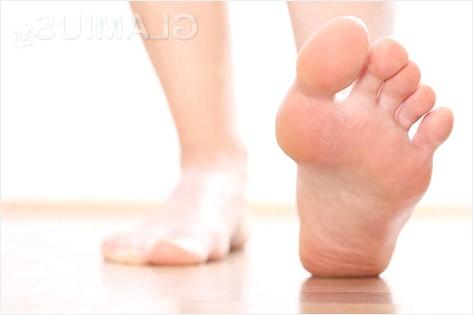 Як позбутися неприємного запаху ніг