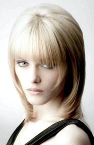 Фото - модна стрижка для тонкого волосся середньої довжини
