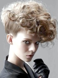 Фото - Стрижки для кучерявого волосся середньої довжини