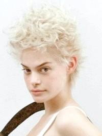 Стрижки та зачіски для кучерявого волосся 57 фото