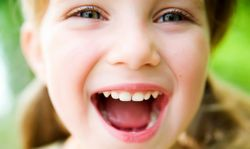 Чому у маленької дитини запах з рота?