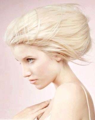 Фото - Об'ємна екстравагантна зачіска бабета