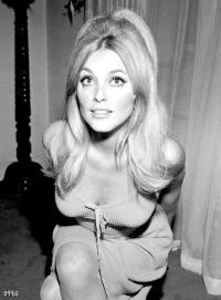 Фото - Зачіска в стилі 60-х: локони і начісування
