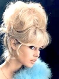 Фото - Баббета з чубком в стилі 60-х