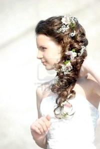 Фото - Весільна грецька зачіска з квітами
