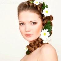 Фото - Зачіска з плетінням і квітами