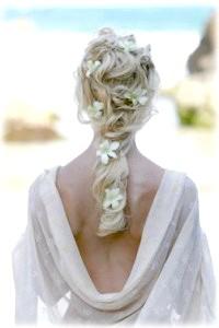 Фото - Зачіска в грецькому стилі з квітами для весілля