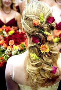 Фото - Розпущене локони, прикрашені квітами
