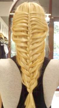 Зачіски з плетінням на довге волосся