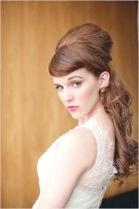 Фото - Весільна зачіска в стилі ретро на довге волосся.
