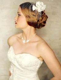 Фото - Весільна ретро зачіска з фатою для довгого волосся.