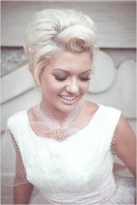 Фото - Весільна зачіска в стилі ретро для волосся короткої довжини.