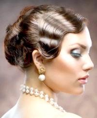 Фото - Весільна ретро зачіска з чубком.