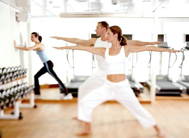 Вибрати фітнес клуб або піти в танцювальну студію?