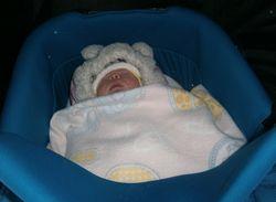 Що одягнути новонародженому на виписку взимку