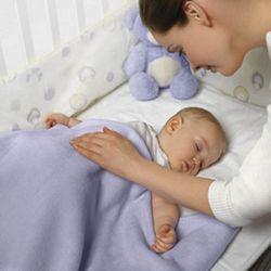 Як правильно укладати дитину спати