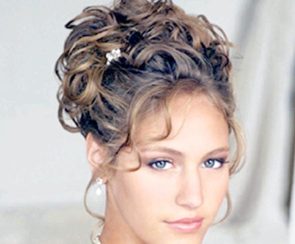 Фото - Локони - відмітна риса багатьох зачісок! Ефектно укладені, вони зроблять Вас неповторною в цей важливий день!