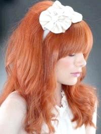 Фото - Зачіска з розпущеним волоссям і пов'язкою квіткою