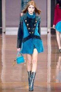 Фото - Ультрамодна шуба з кролика від Versace.
