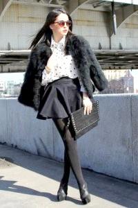 Фото - Коротка елегантна шуба з кролика, чорного відтінку.
