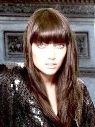 Фото - Зачіска на кожен день для довгого волосся з чубчиком