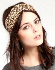 Фото - Декоративна пов'язка на розпущених волоссі