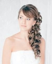 Весільні зачіски на бік