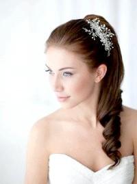 Фото - Весільна зачіска хвіст на бік для волосся середньої довжини.