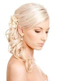 Фото - Зачіска хвіст на бік на весілля для середніх волосся.