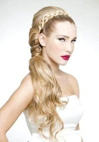 Фото - Весільна зачіска хвіст на бік для довгого волосся.