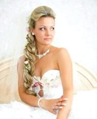 Фото - Весільна зачіска коса на бік.