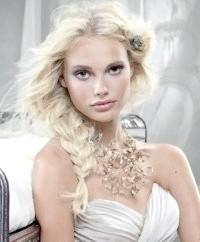 Фото - Зачіска коса на бік на весілля для середніх волосся.