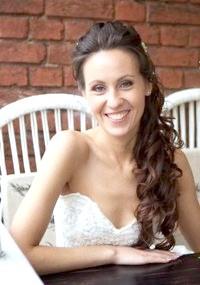 Фото - Весільна зачіска локони на бік для довгого волосся.