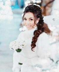 Фото - Зачіска коса на бік для нареченої.