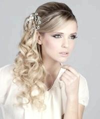 Фото - Весільна зачіска локони на бік для середніх волосся.