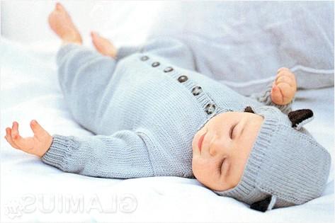 Фото - В'язаний комбінезон для малюка